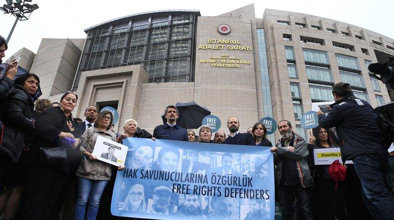 Turquie: remise en liberté conditionnelle de huit membres d'Amnesty International
