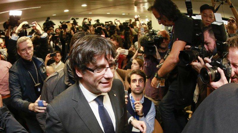 Catalogne: la justice espagnole demande un mandat d'arrêt européen contre Carles Puigdemont