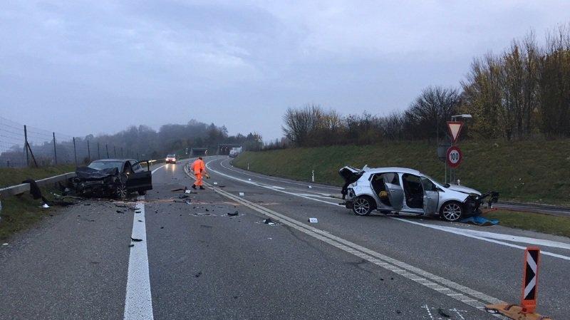 Un accident impliquant 3 véhicules fait 5 blessés à Humlikon (ZH)