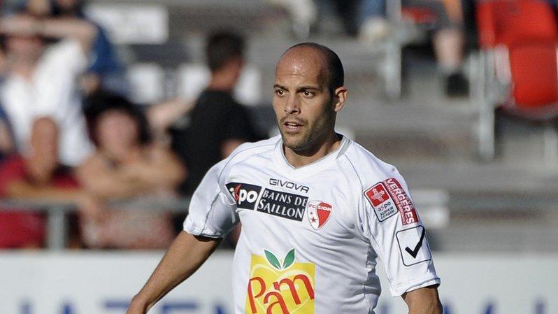 Gabri a porté le maillot  du FC Sion lors de la saison 2011-2012.