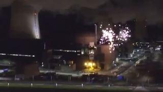 France: Greenpeace tire un feu d'artifice sur le site de la centrale nucléaire de Cattenom, près de Mulhouse