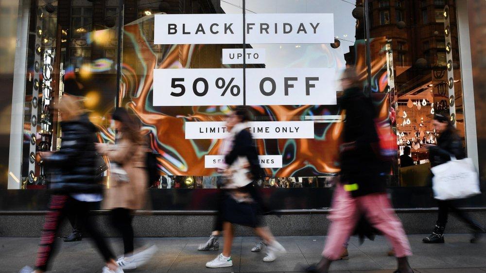 Le Black Friday, la journée de super soldes, débute demain à travers le monde et aussi en Suisse.