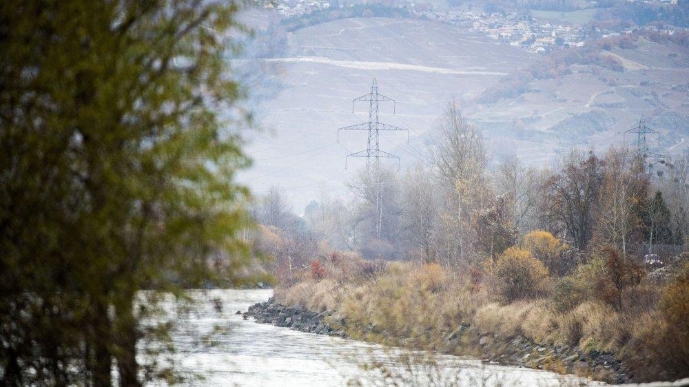 Les géants d'acier  vont s'implanter  dans la plaine du Rhône  et sur tout le coteau du Valais central.
