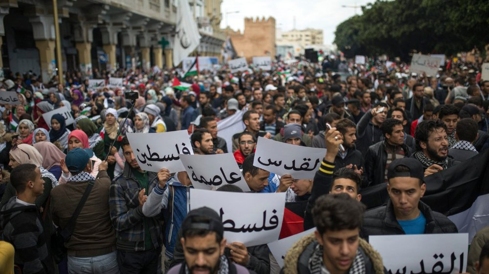 A Rabat, capitale du Maroc, les manifestants brandissent des pancartes où est écrit «Jérusalem, capitale de la Palestine».