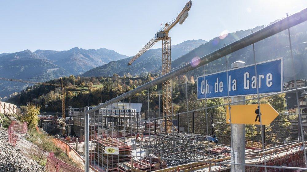 Le projet de Curala vise à implanter des lits hôteliers, des surfaces commerciales et dédiées au bien-être au départ de la télécabine. Le chantier est accolé à celui de la nouvelle gare TMR.