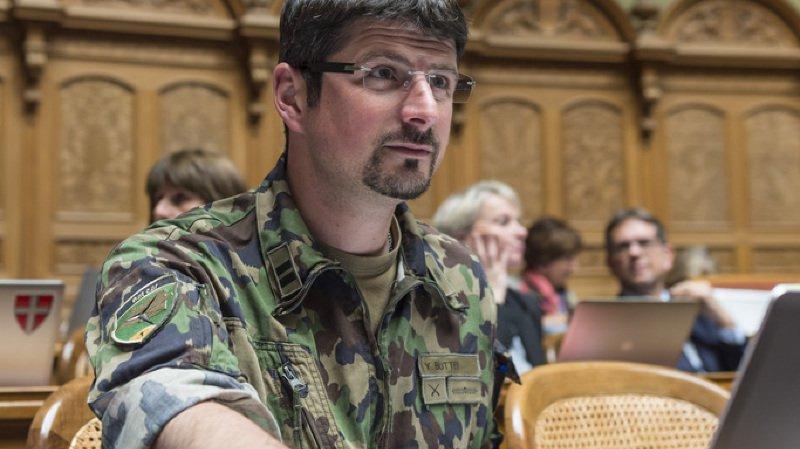 Yannick Buttet a assuré qu'il déposera lui-même à l'arsenal son pistolet d'ordonnance.