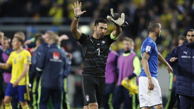 Football: les larmes de Gigi Buffon, l'immense gardien de l'équipe d'Italie, émeuvent le monde du ballon rond