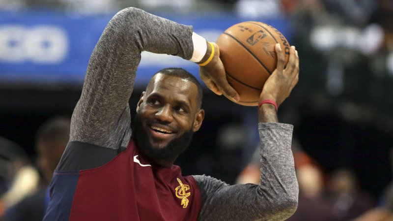 Basketball: LeBron James, vedette  de la NBA, produit une série pour YouTube