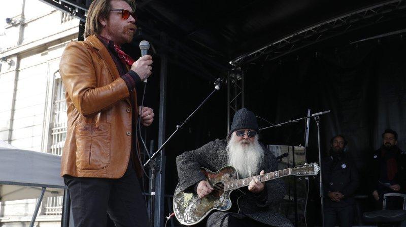Attentat de Paris: hommage surprise des Eagles of Death Metal