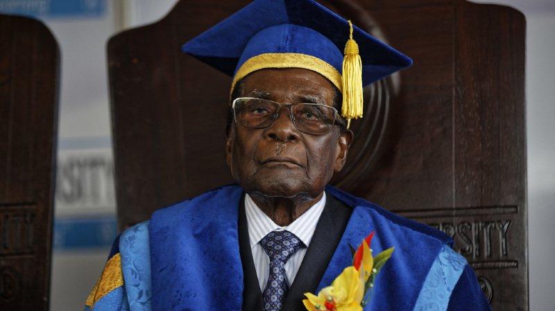 Zimbabwe: le président Robert Mugabe, 93 ans, exclu de son propre parti