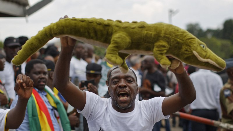 Zimbabwe: Emmerson Mnangagwa, proche de Mugabe, lui succède à la tête du pays