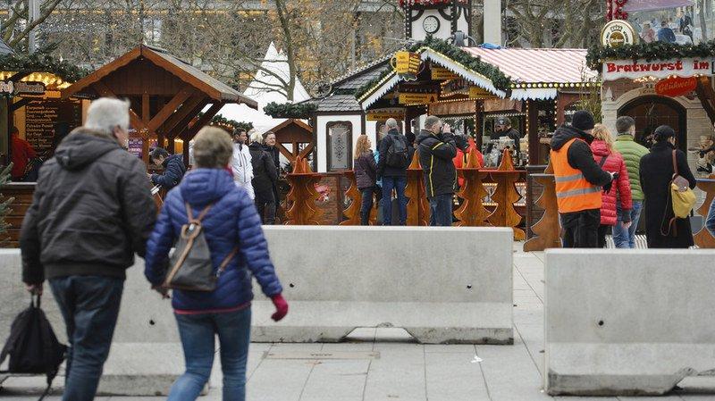 Berlin: un an après l'attentat, les dispositifs de sécurité du marché de Noël ont été renforcés