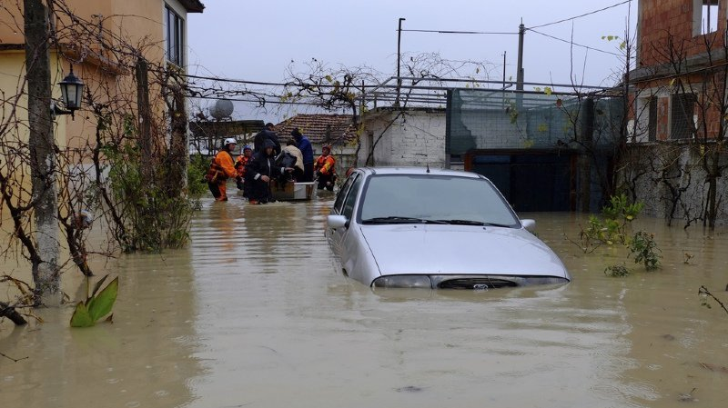 Plus de 7874 hectares de terres agricoles et 3193 maisons sont sous l'eau et plusieurs routes dans le sud du pays restent bloquées en raison des précipitations et des glissement de terrain.
