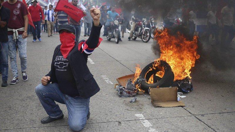 La controverse a provoqué des manifestations de milliers de personnes dans le petit pays d'Amérique centrale.
