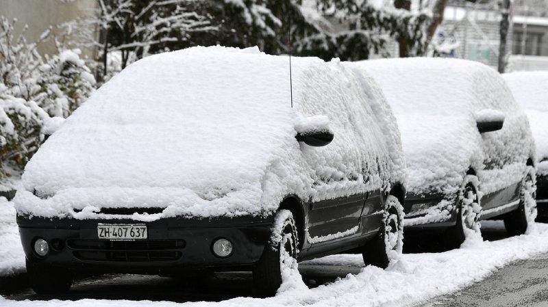 Météo: la neige et le verglas ont provoqué plusieurs accidents sur les routes suisses