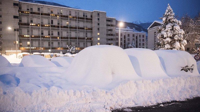 Valais: rupture de stock pour les pelles à neige chez Jumbo