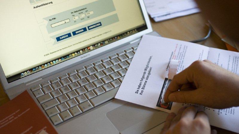 Internet: les Suisses aimeraient davantage de prestations administratives en ligne