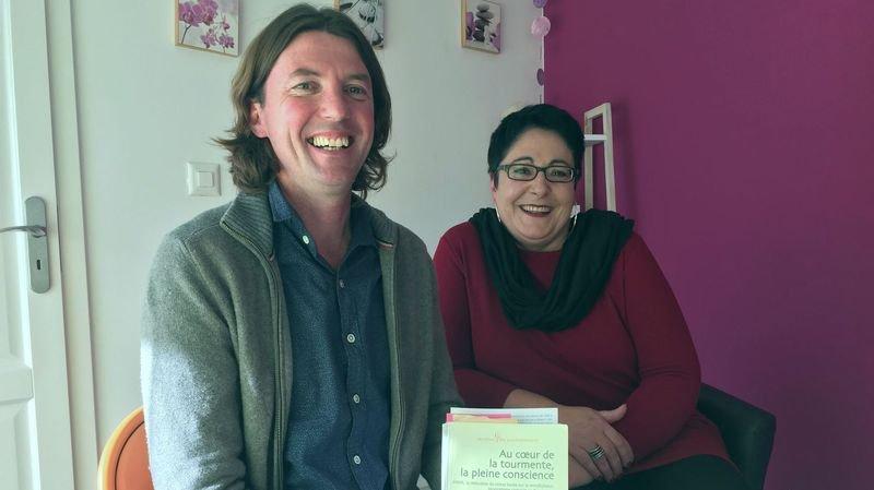 Fabrice Dini, enseignant de pleine conscience, a pu apprendre à Marie-Pascale Pellissier à apprivoiser sa douleur.