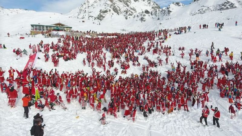 2656 skieurs grimés en Saint-Nicolas ont contribué à faire tomber un nouveau record ce samedi à Verbier.