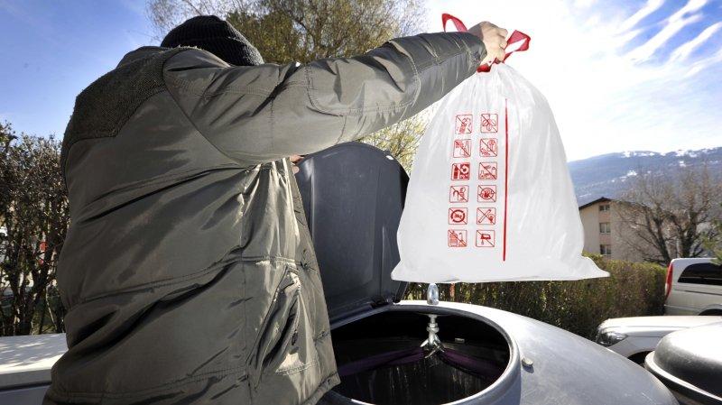 Ce sont des sacs blancs qui devront être introduits dans les moloks dès le 1er janvier.