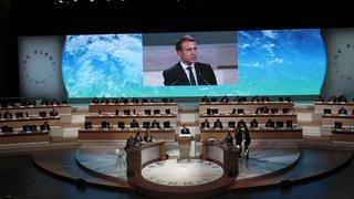 """Climat: pour Emmanuel Macron, on est en train de """"perdre la bataille"""" contre le réchauffement"""