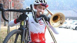 A vélo ou dans son trombone,  il ne manque pas de souffle