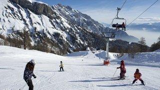 Ovronnaz: le câble du baby-lift déraille et touche un moniteur de ski