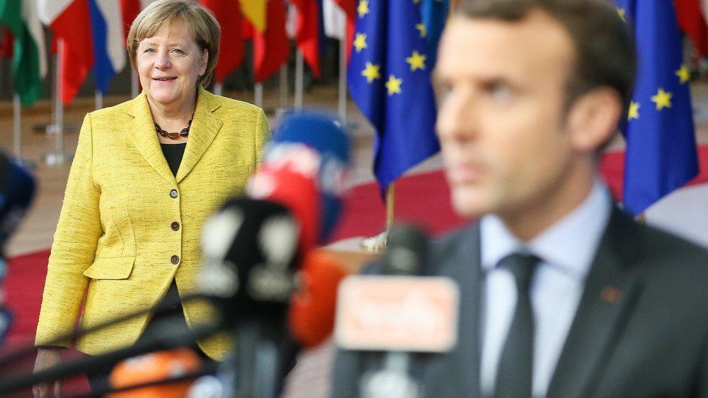 Sous l'impulsion de la France et de l'Allemagne (ici Angela Merkel, chancelière allemande, et Emmanuel Macron, président français),  les Européens ont pris des engagements contraignants pour renforcer leur autonomie stratégique.