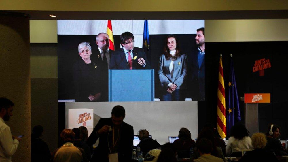Les ambitions de Carles Puigdemont–actuellement en exil à Bruxelles–et des  indépendantistes devront être conjuguées avec les ordres des tribunaux.