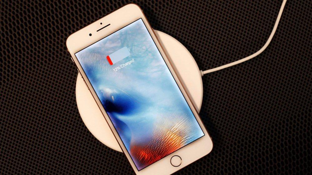 Apple a ralenti volontairement certains de ses téléphones équipés d'une batterie usée.