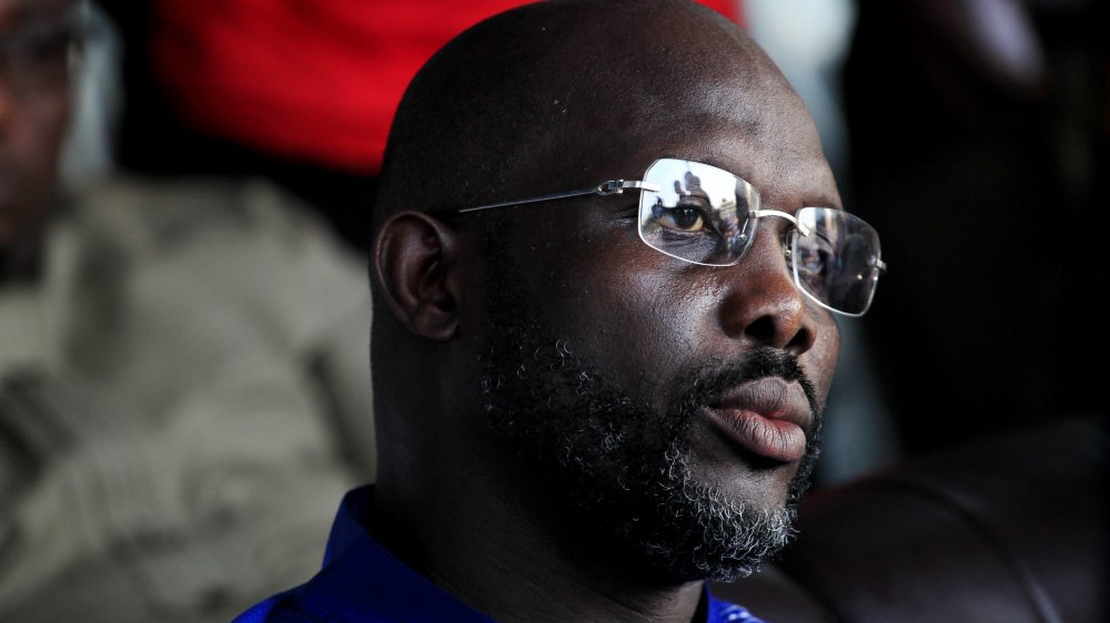 George Weah, 51ans, favori après être sorti vainqueur du premier tour du 10 octobre avec plus de 38% des voix, a largement remporté la présidentielle au Liberia.