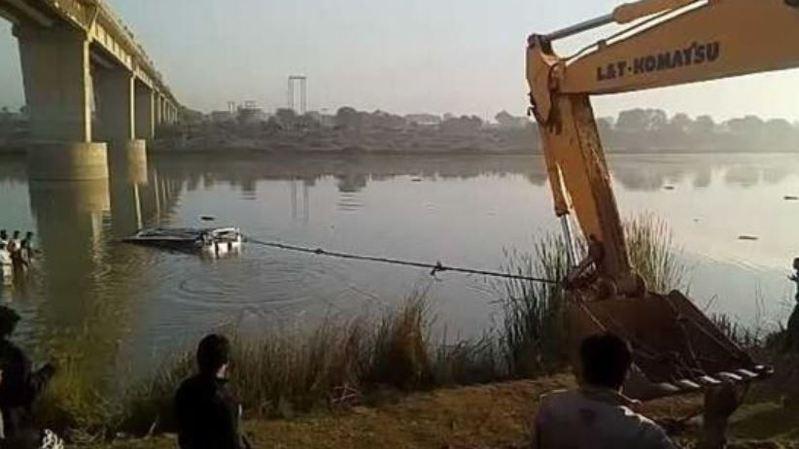 Inde: un car tombe d'un pont dans une rivière, au moins 32 personnes tuées