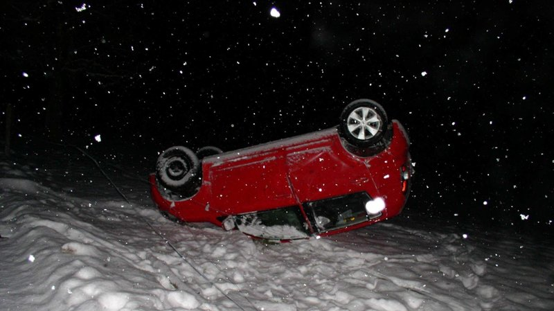 Météo: les fortes chutes de neige ont causé des accidents et des ralentissements sur les routes