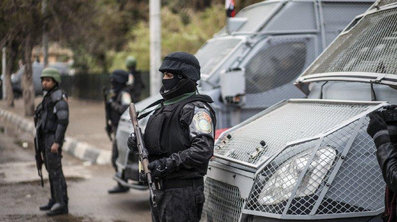 Egypte: des hommes masqués ouvrent le feu sur un café et tuent trois personnes