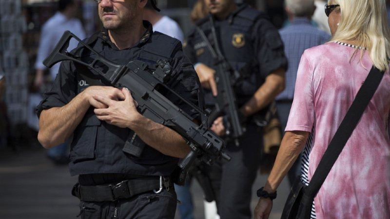 Le journal El Pais avait estimé que 10'000 agents étaient concernés.