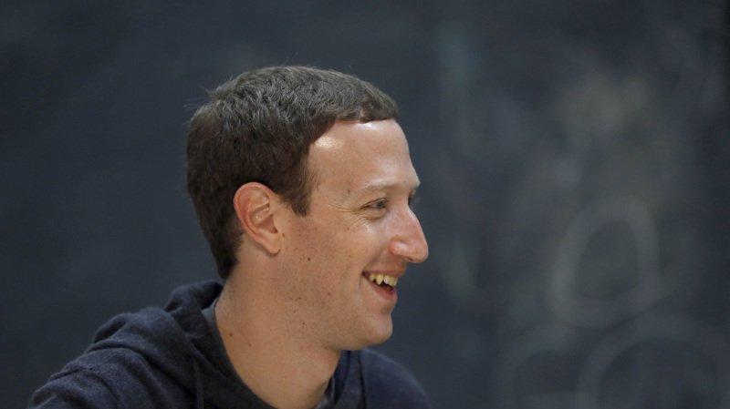 """Réseaux sociaux: Mark Zuckerberg admet des erreurs et promet de """"réparer"""" Facebook"""