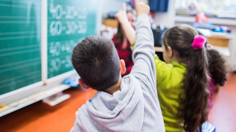 Sciences: les garçons auraient davantage tendance à reproduire des actions inutiles