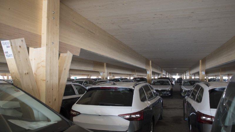 Construction: le premier parking en bois du monde voit le jour à Studen (BE)