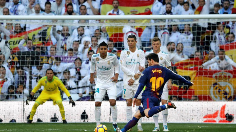 Grâce à Luis Suarez et Lionel Messi, le FC Barcelone a assommé le Real (3-0) dans un clasico longtemps soporifique, s'envolant en tête du Championnat d'Espagne et enterrant les espoirs de titre madrilènes.