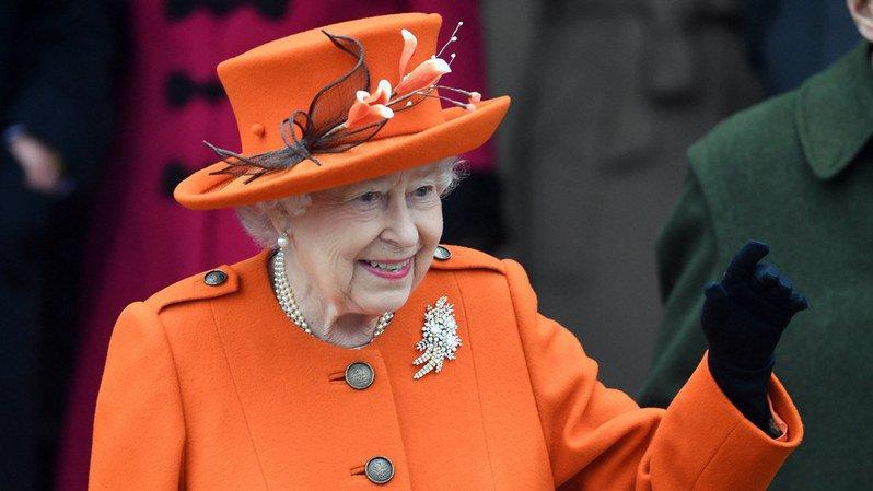 On ne dévoile pas impunément les dessous de la reine!