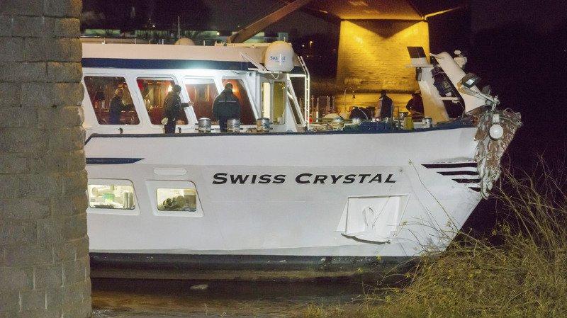 Allemagne: un bateau de croisière suisse heurte un pont, 27 blessés