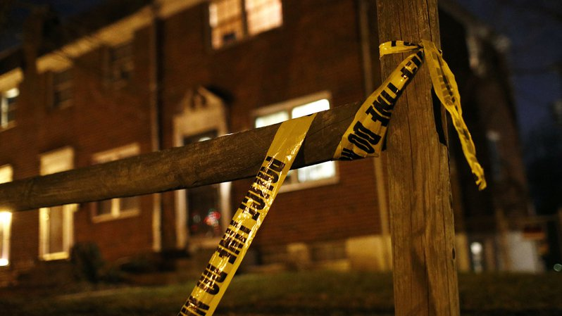 Dans le Kansas, un policier a tiré sur un homme de 28 ans qui se trouvait devant l'entrée de la maison, pensant qu'il pointait une arme dans sa direction.