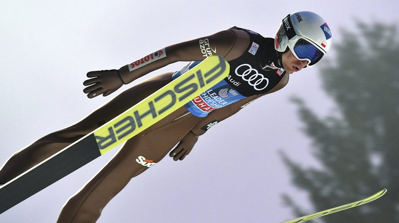 Saut à ski: Kamil Stoch rentre dans l'histoire en réalisant le Grand Chelem sur la Tournée des Quatre-Tremplins