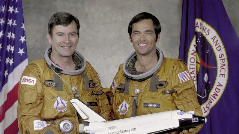 John Young (gauche) est décédé à l'âge de 87 ans, a annoncé samedi la Nasa.