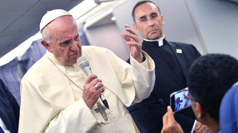Pédophilie: le pape s'excuse auprès des victimes après avoir soutenu un évêque chilien controversé