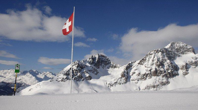 La tradition des armes, un pacemaker inspiré des anguilles et un chat voyageur... l'actu suisse vue du reste du monde