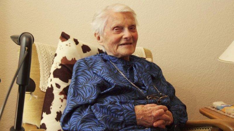 """Née le 11 janvier 1908, la doyenne a une mobilité réduite mais tout son esprit. Sur cette photo, elle n'a """"que"""" 109 ans!"""