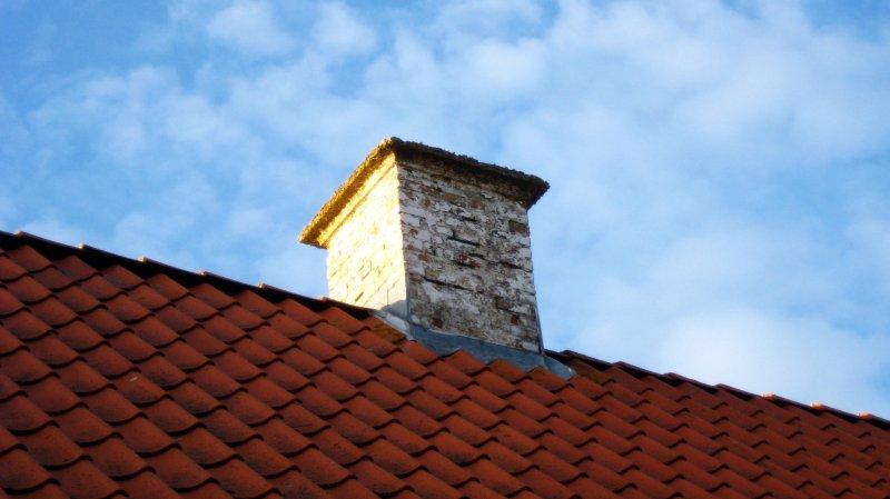 Un cambrioleur reste coincé dans une cheminée et appelle la police au secours