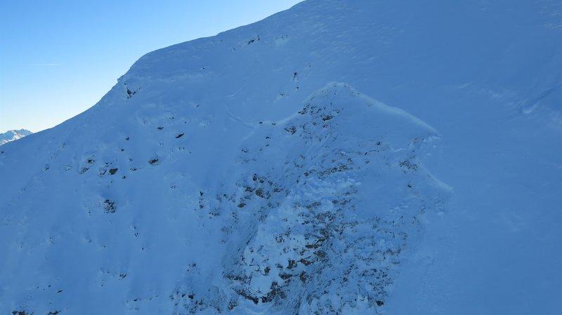 Avalanche dans les Grisons: un randonneur français retrouvé mort sous 3 mètres de neige