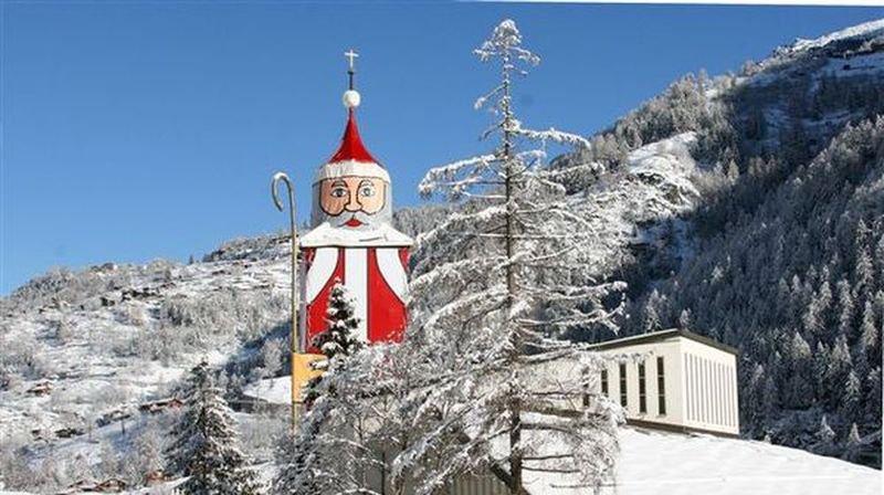 Deux maisons ont été évacuées lundi soir à St. Niklaus dans le Haut-Valais.